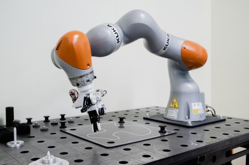 Коллаборативный робот-манипулятор KUKA LBR IIWA