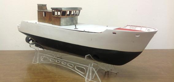 Модель надводного судна