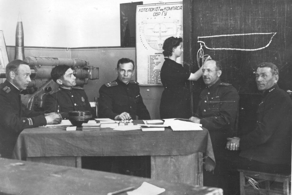 Офицеры ВМК принимают экзамены. 1946 год.