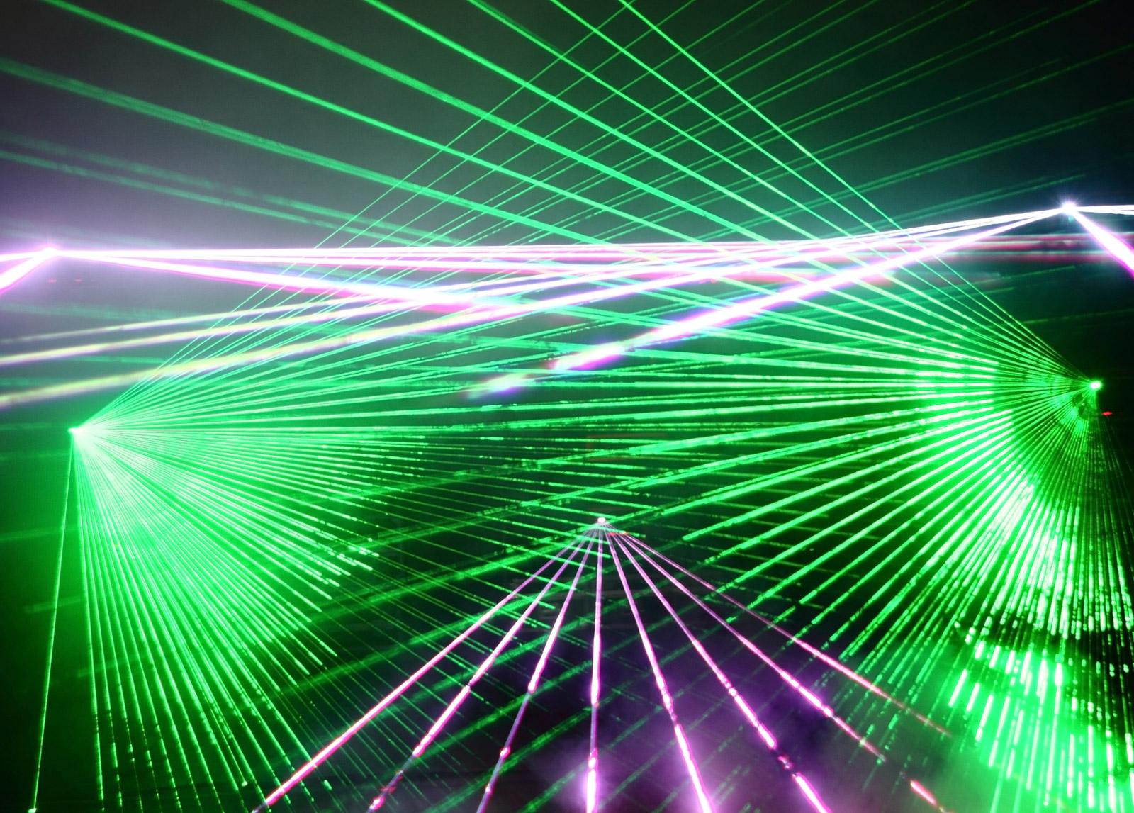 Семинары по лазерной динамике от профессора Тома Эрню (Universite Libre de Bruxelles, Бельгия)